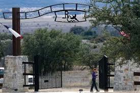 cổng vào vạ trường