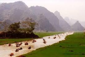 Đi thuyền vào Chùa Hương
