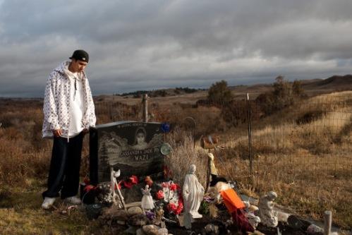 Một ngôi mộ của một cô gái tự vẫn