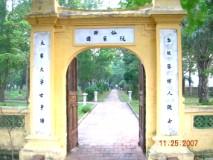 Cổng vào dinh thự họ Nguyễn Tiên Điền