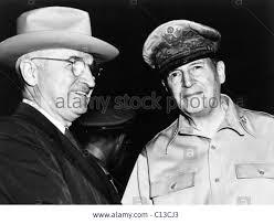 Tổng Thống Truman gặp Tướng MacArthur
