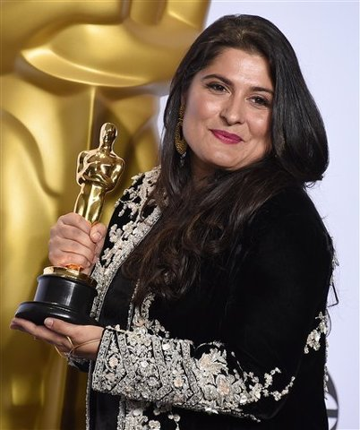 "Sharmeen Obaid-Chinoy poses in the press room with the award for best documentary short subject for ""A Girl in the River: The Price of Forgiveness"" at the Oscars on Sunday, Feb. 28, 2016, at the Dolby Theatre in Los Angeles. (Photo by Jordan Strauss/Invision/AP)"