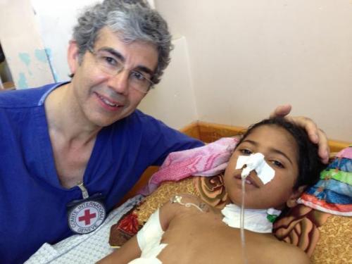 Bác sĩ David Nott với môt bệnh nhân