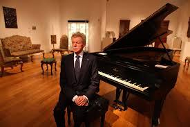 Đàn dương cầm của Van Cliburn mang ra đấu giá